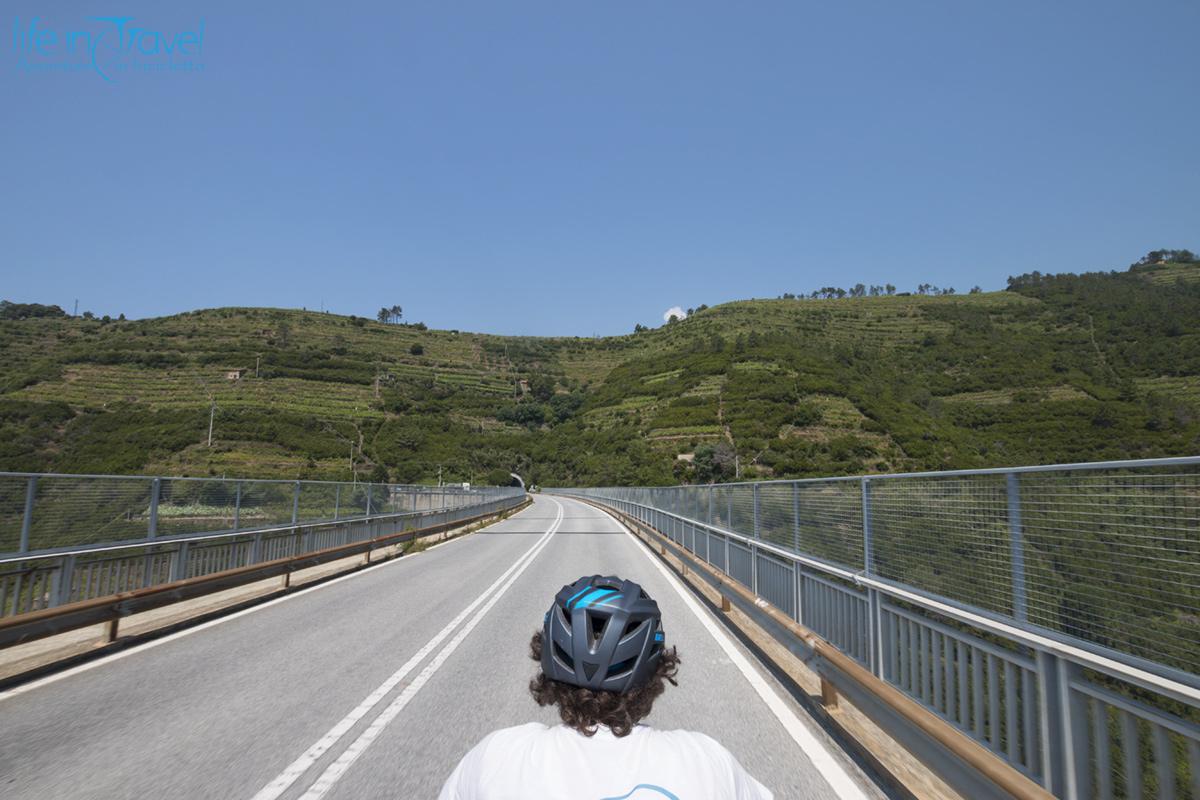 strada panoramica delle 5 terre in bici da la spezia