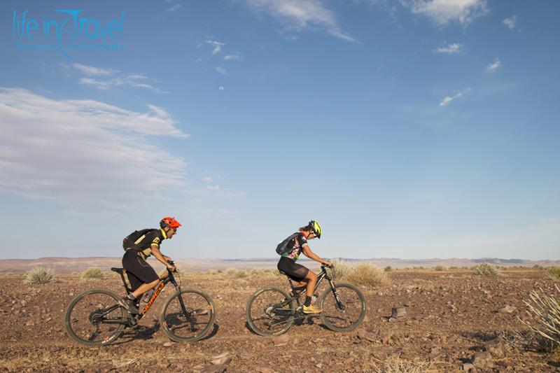 da hobas al fish river canyon in mtb